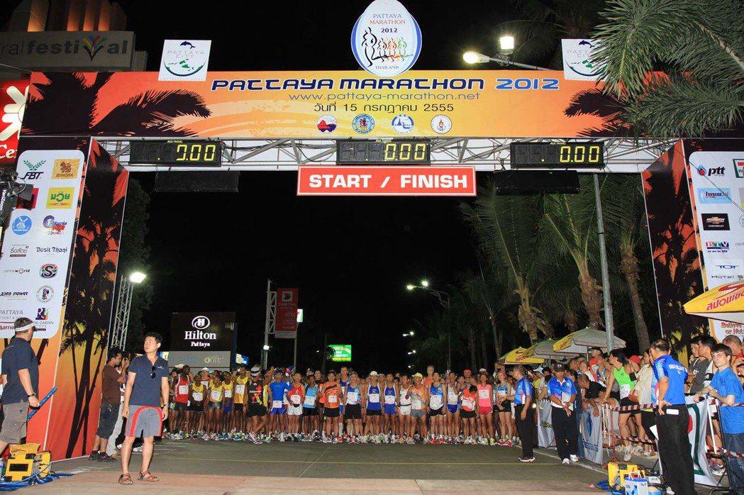 芭達雅馬拉松每年吸引不少世界級參賽者與當地人參加。圖/翻攝自Pattaya Ma...