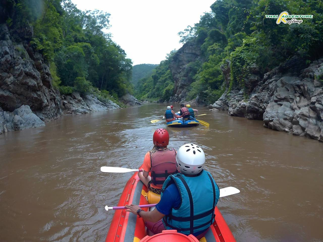 擺河激流泛舟。圖/翻攝自Thai Adventure Rafting臉書專頁
