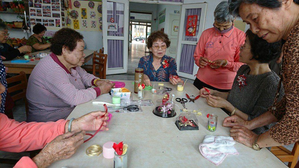 高雄市社會局要活化老人活動中心的功能。圖/高雄市社會局提供