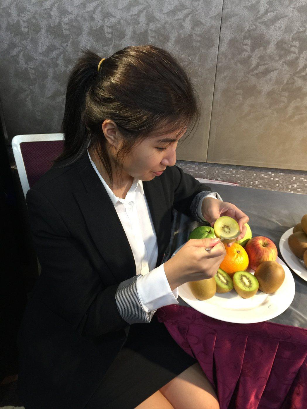 營養師建議,減重或糖尿病患者可挑選高營養迷度且低GI值的水果,如奇異果、蘋果、柳...
