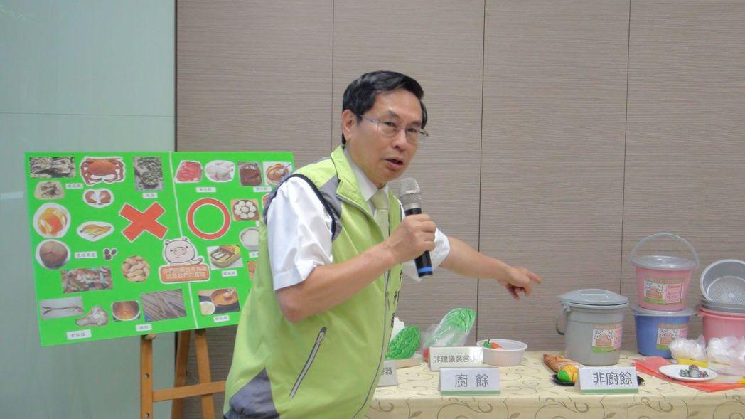 嘉義市長涂醒哲鼓勵民眾踴躍響應廚餘回收。記者王慧瑛/攝影