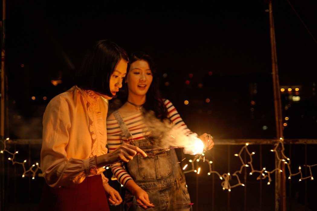 新人廖子妤(左)、余香凝在「骨妹」中表現精彩。圖/華映提供