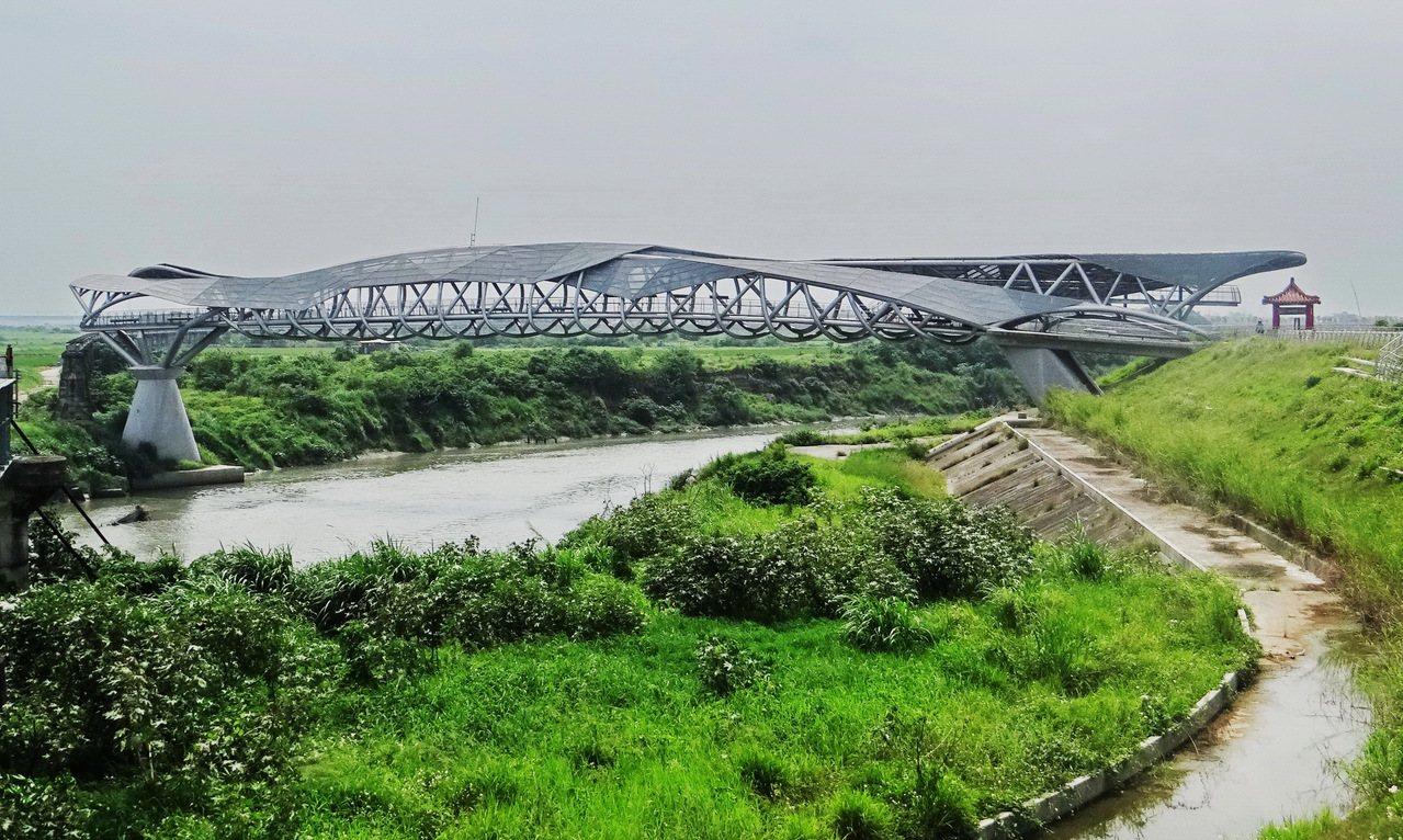 女兒橋是網路最夯景點。記者蔡維斌/攝影