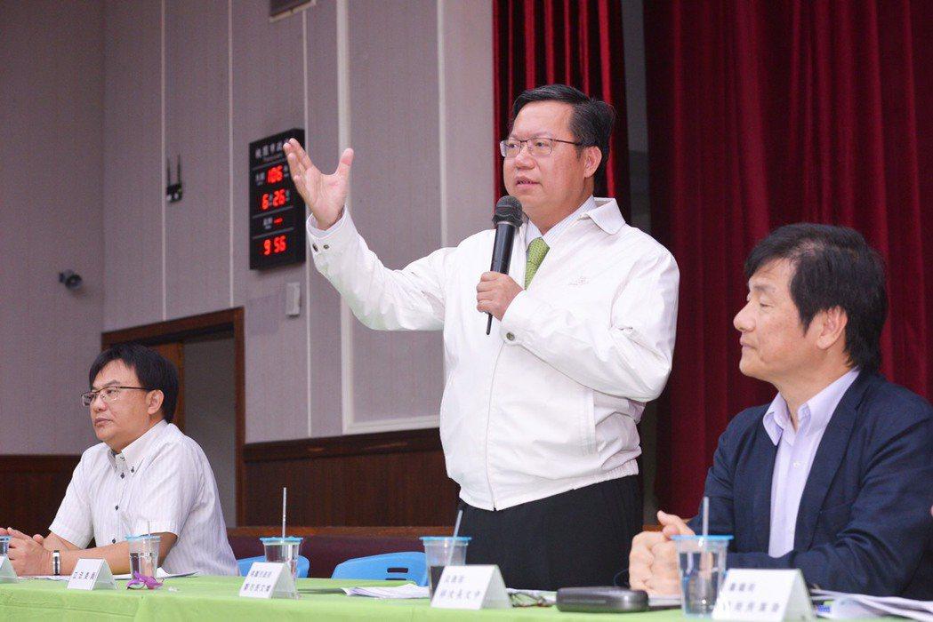 桃園市長鄭文燦(中)認為台灣要有自己的立場,不需要附和對岸版本。圖/市府提供