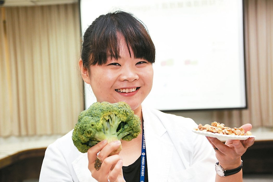 醫師張倍禎表示,魚、花椰菜、堅果類等富含omega-3食物有助於改善兒童注意力不...