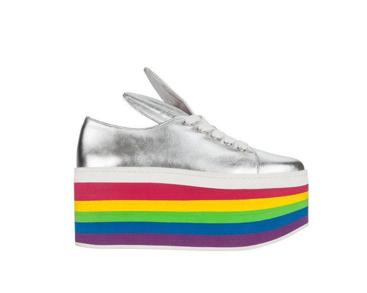 Minna Parikka彩紅厚底鞋,售價15,800元。圖/MADISON提供
