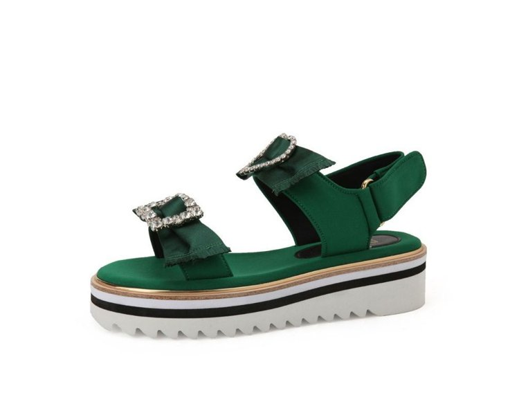 Suecomma Bonnie許路兒款鑽飾厚底涼鞋,12,800元。圖/取自臉書