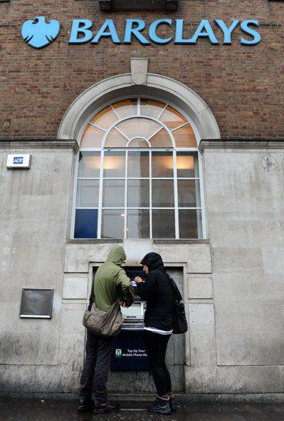 全球第一台自動提款機,是英國巴克萊銀行在50年前啟用。 歐新社