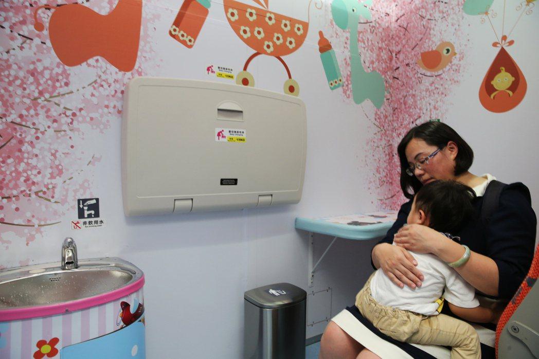 親子車廂內部規劃有哺(集)乳室等。記者徐兆玄/攝影