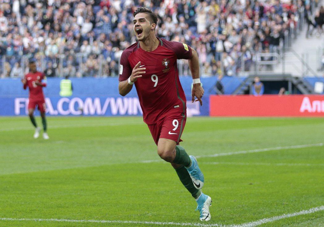 席爾瓦進球效率高,代表葡萄牙出賽11場已打入8球。 美聯社