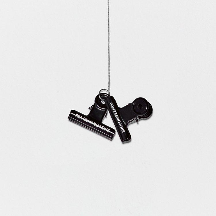 G-Dragon個人品牌peaceminusone推出鐵夾。/擷自peacemi...