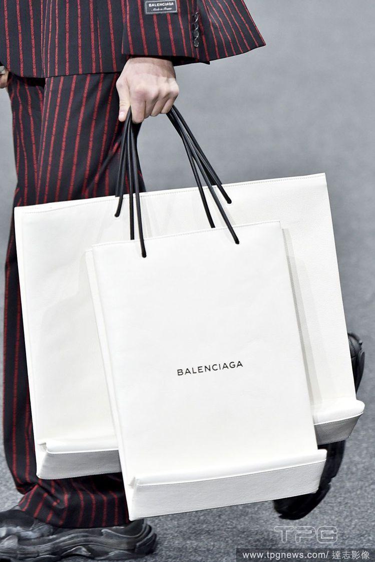 Balenciaga販賣台幣約43,000的天價手提袋。圖/達志影像