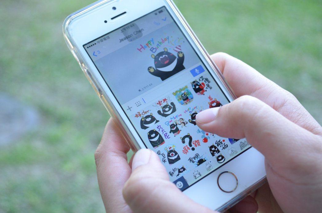 LINE是現在台灣使用率最高的通訊軟體,許多人在聊天中喜歡以貼圖表達自己的意思。...