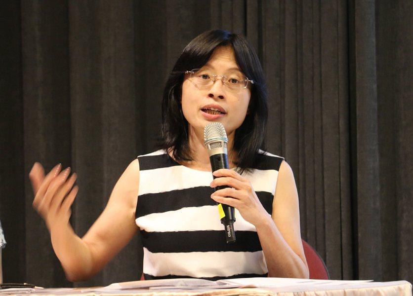 國發會經濟發展處長吳明蕙指出,5月景氣降1分的主因是正值每年第二季的電子業淡季,...