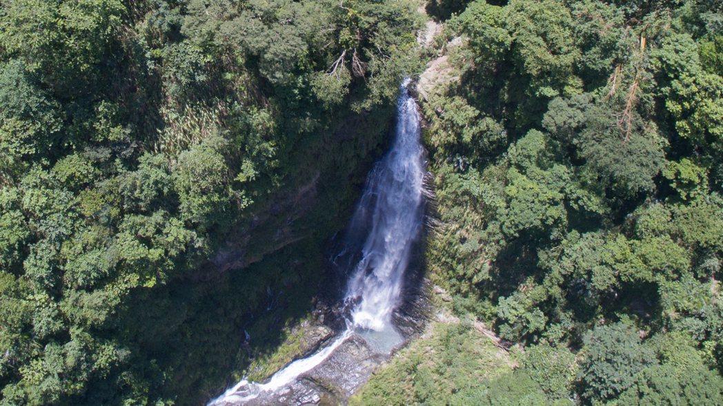 觀音瀑布的響亮名號源自觀音像景觀,歷經大地震和颱風,觀音奇景不是每次都看得到。圖...