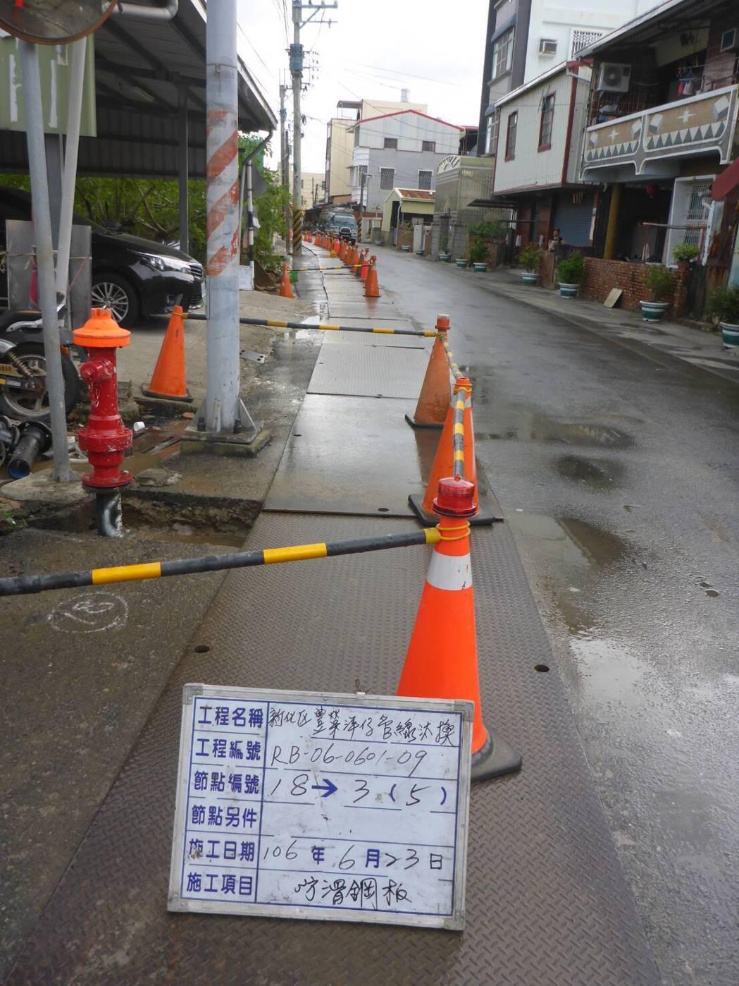 苦候多年,台南新化豐榮里自來水1000萬汰換管線。圖/黃偉哲服務處提供