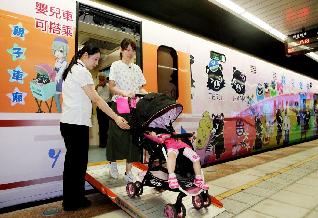 親子車廂有活動坡道讓娃娃車可以安全上下車廂。記者徐兆玄/攝影