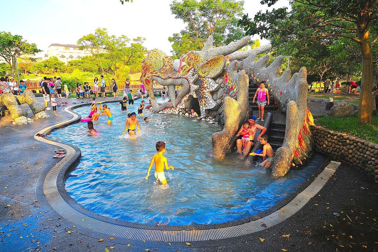 夏日到公園附設親子戲水池玩水,消涼又消暑,桃園市多處公園7月1日起,開放民眾免費...