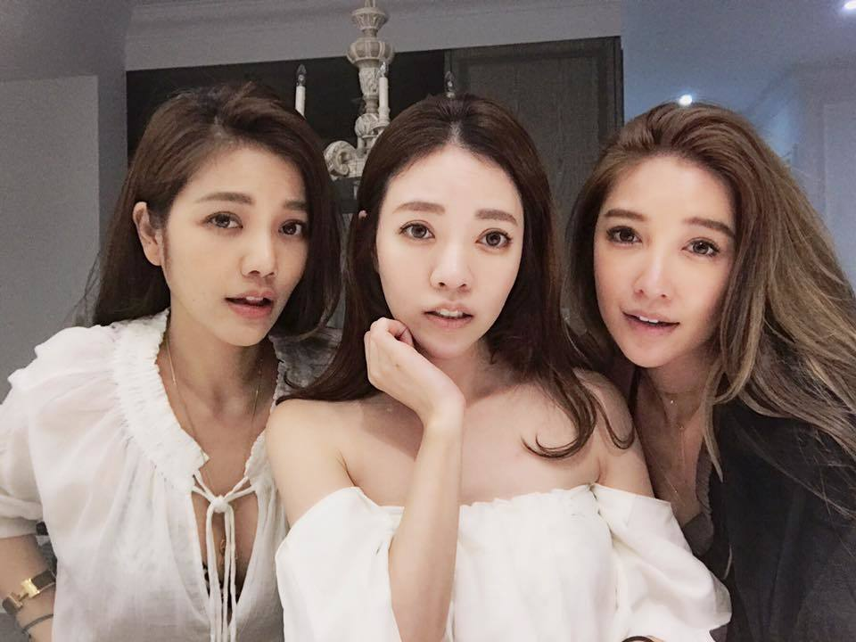 許維恩(右起)的二姐許菲菲過40歲生日,和大姐許路兒一起慶生,三姐妹神基因正翻。