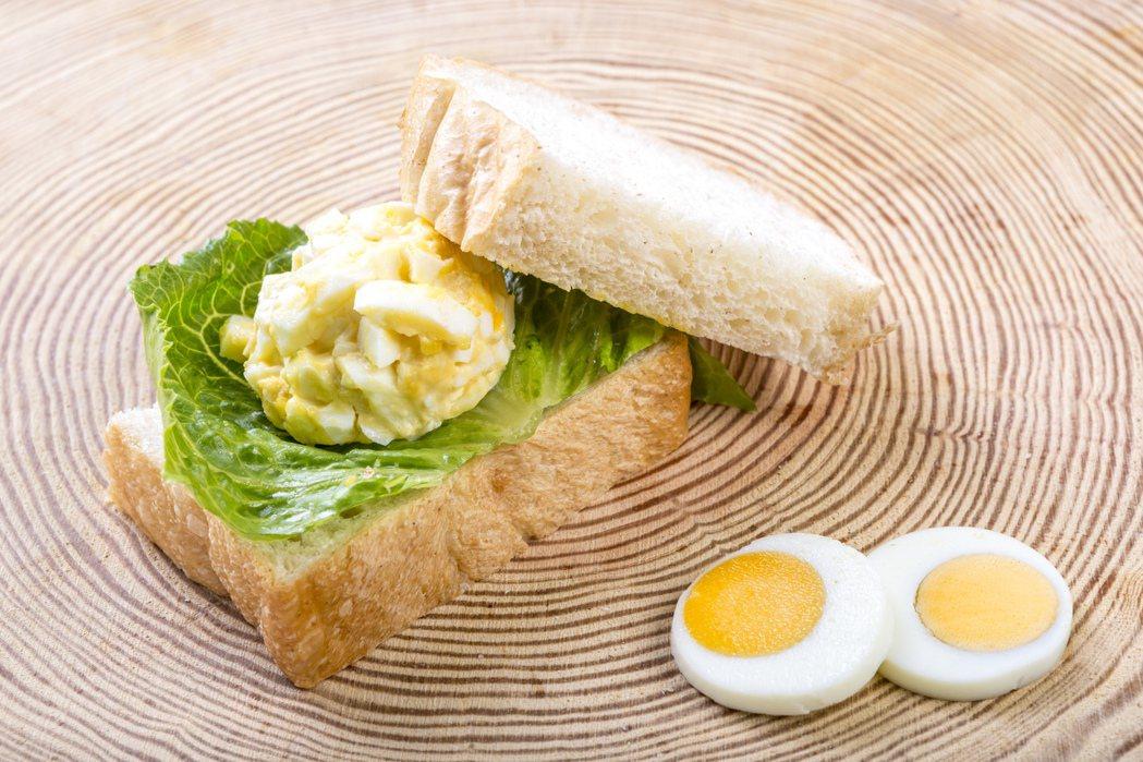 Global Mall桃園A8店健康訴求早餐,哈肯鋪蛋沙拉 ‧ 脆皮吐司。圖/G...