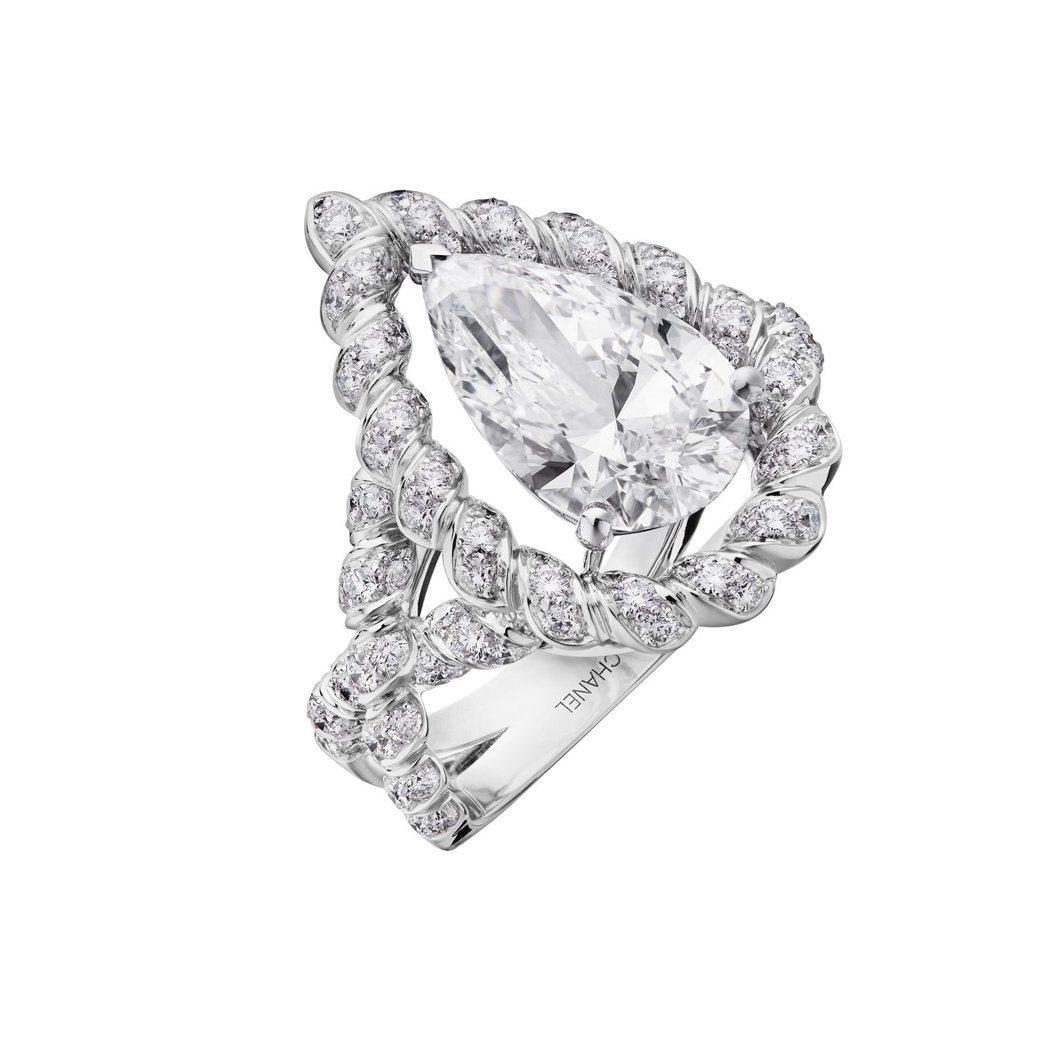 Turquoise Waters戒指,18K白金鑲嵌3.01克拉梨形切割鑽石主石...