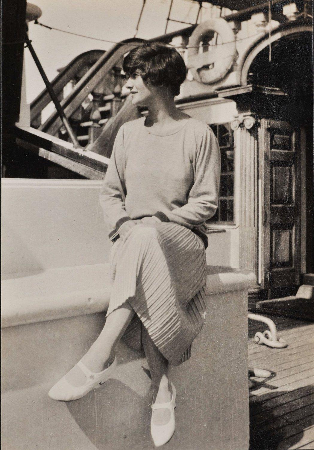 香奈兒女士1926年於搭乘飛雲號(Flying Cloud)時拍照留念。圖/香奈...