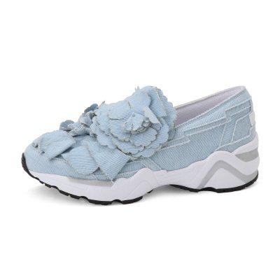 Suecomma Bonnie藍色花朵裝飾運動鞋,13,800元。圖/MADIS...