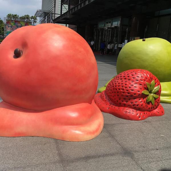 「冰。果。事」融化的大型水果裝置相當可愛。圖/IG:shii_po