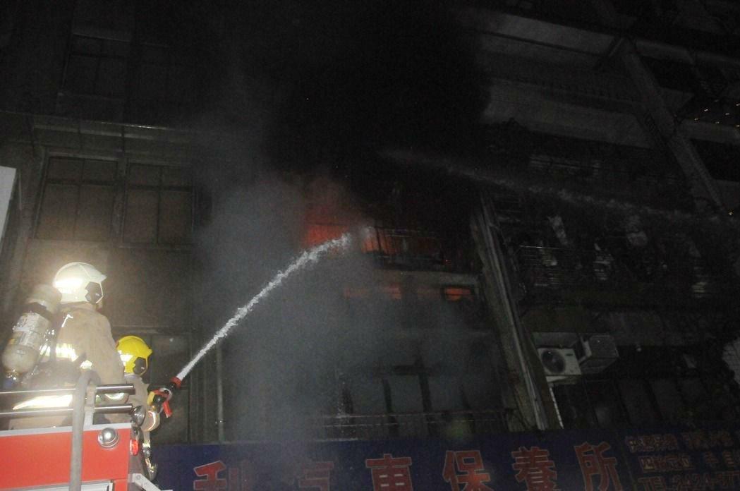 謝男向家人要錢遭拒,竟在信六路住家放火,害高齡78歲的阿嬤被燒死。圖/本報資料照...