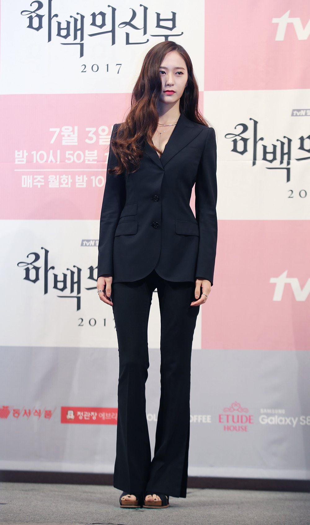 Krystal在戲裡飾演女神。圖/KKTV提供