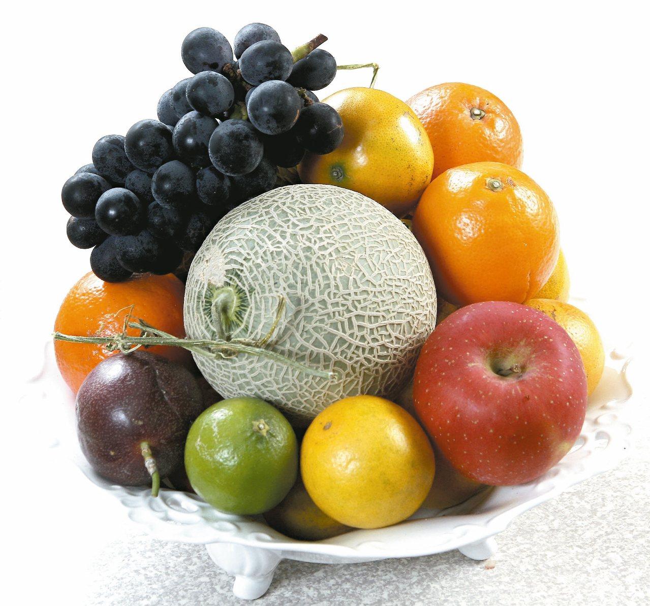 寶島水果種類多又甜,想要減重的民眾及糖尿病友經常為了吃什麼水果而傷腦筋。營養師建...