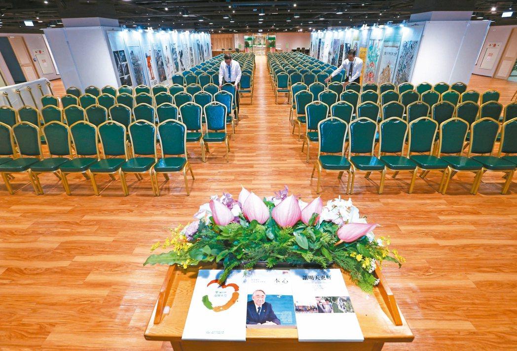 張榮發基金會國際會議中心展覽廳今起全新開幕,推出兩岸書畫名家交流特展。 記者杜建...