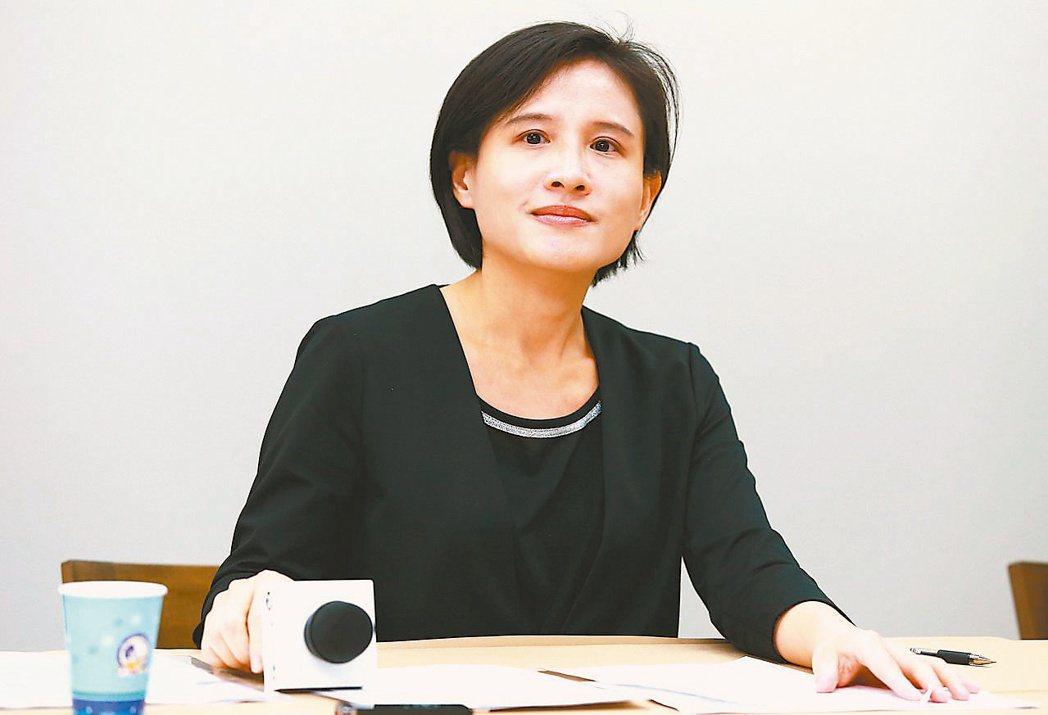 作為蔡英文任命的文化部長,鄭麗君(見圖)卻無法換掉中央社董事長陳國祥。 ...