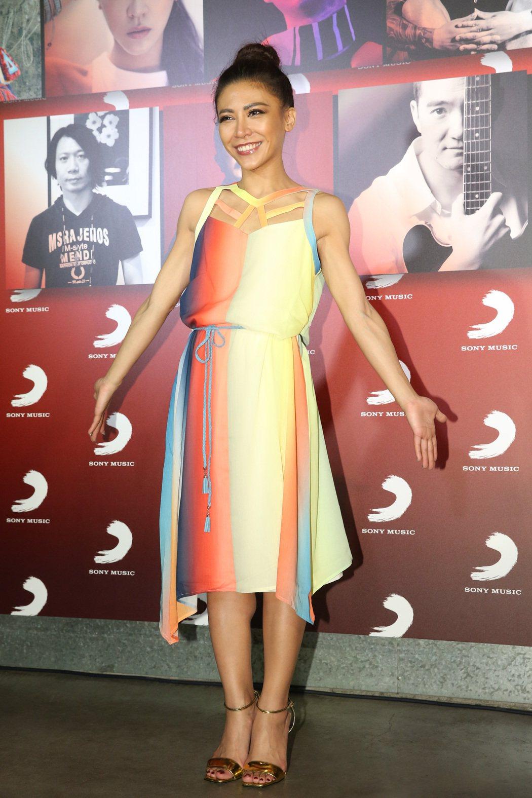 索尼唱片日前舉行慶功宴,艾怡良奪金曲歌后出席慶功宴。記者鄭清元/攝影