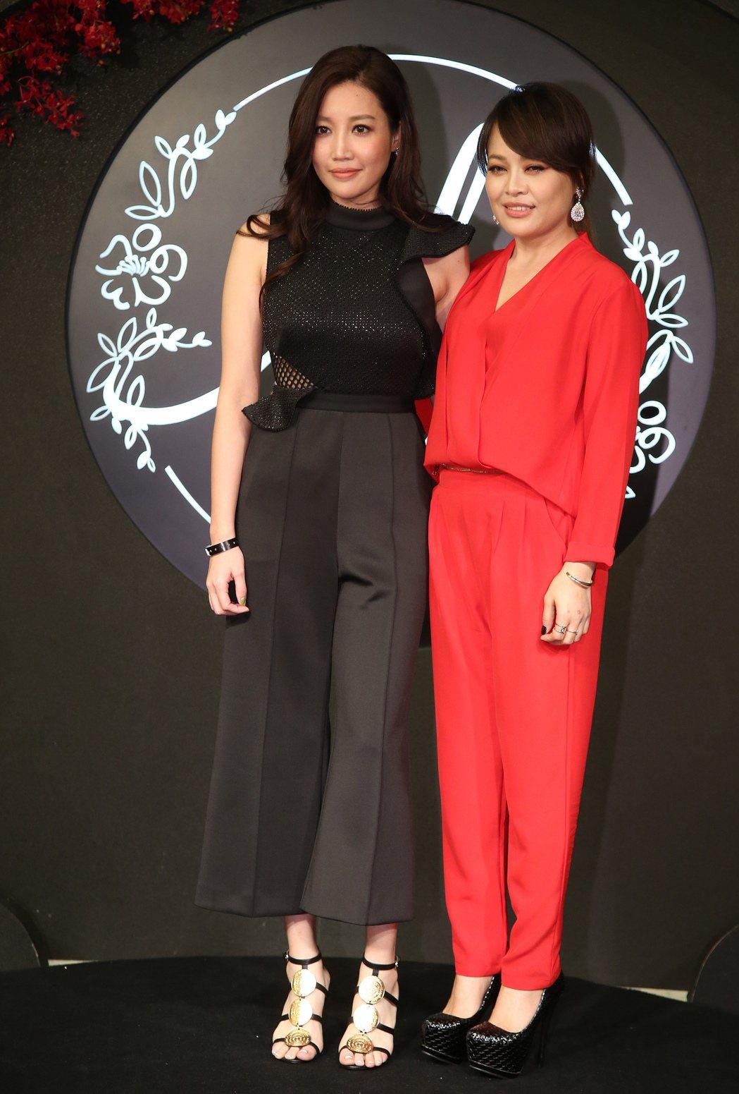 A-Lin(左)、戴愛玲出席安以軒婚宴。圖/中央社