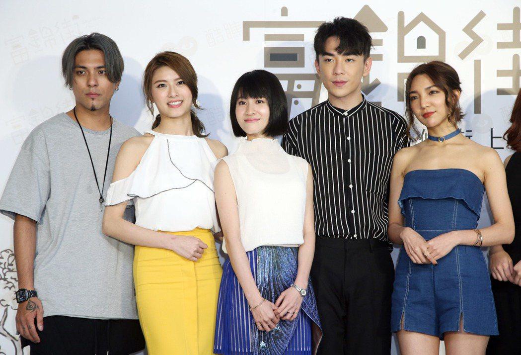 嘎嘎(左起)、妞妞、連俞涵、森竣、高雋雅出席首映會。記者陳瑞源/攝影