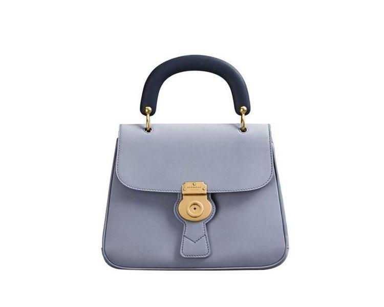 The DK88石板灰藍色中型提柄包,售價86,000元。圖/BURBERRY提...