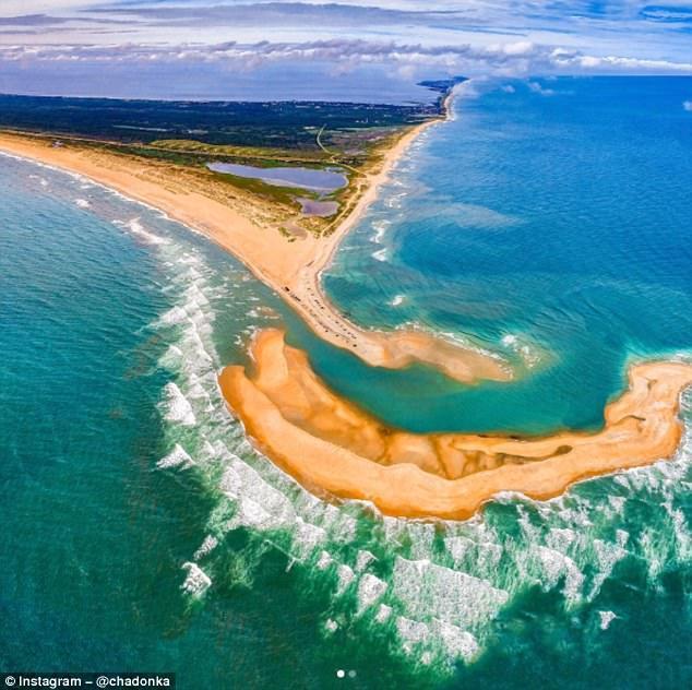 美國度假勝地北卡外灘近日浮現了一塊新島嶼雪萊島,將會讓當地在盛夏添增一個新亮點。...