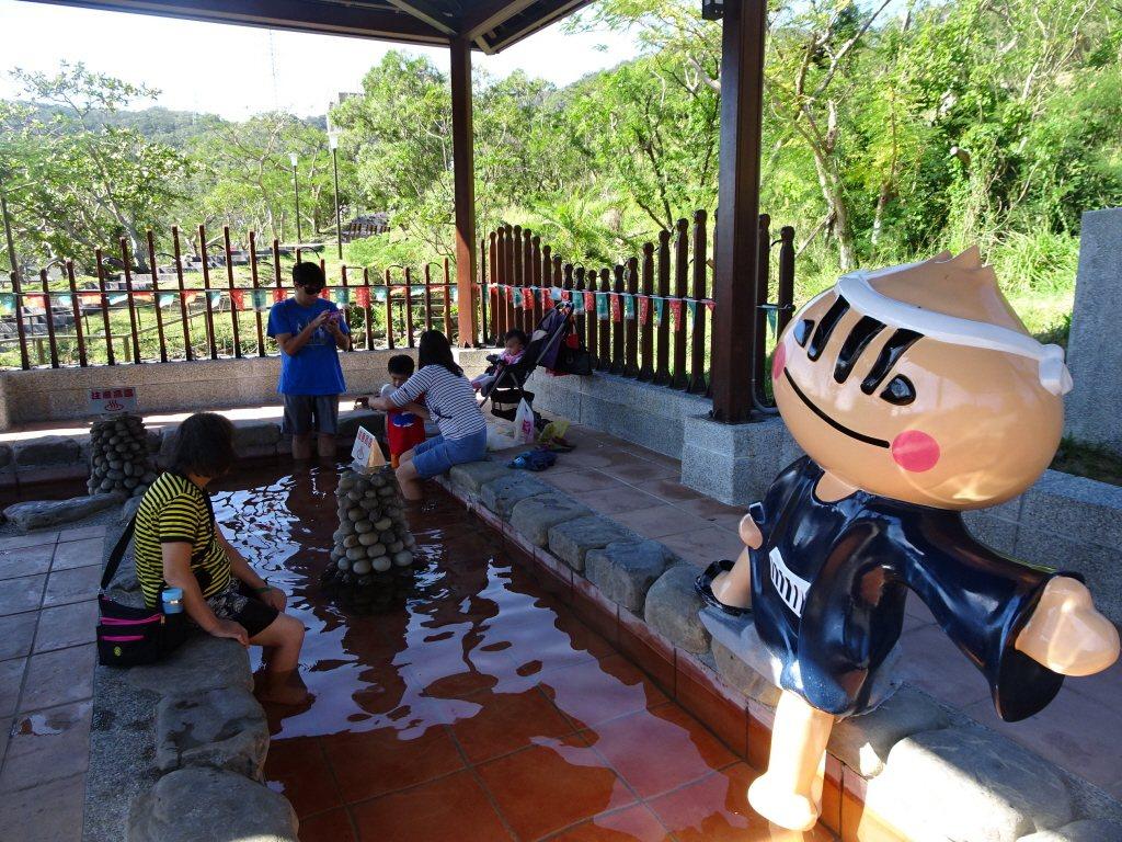 四重溪溫泉公園的泡腳蔥寶。本報系資料照/記者潘欣中攝影