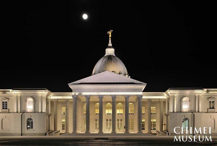 專業攝影師拍攝到的月亮與奇美博物館合照,格外美麗。圖/奇美博物館提供