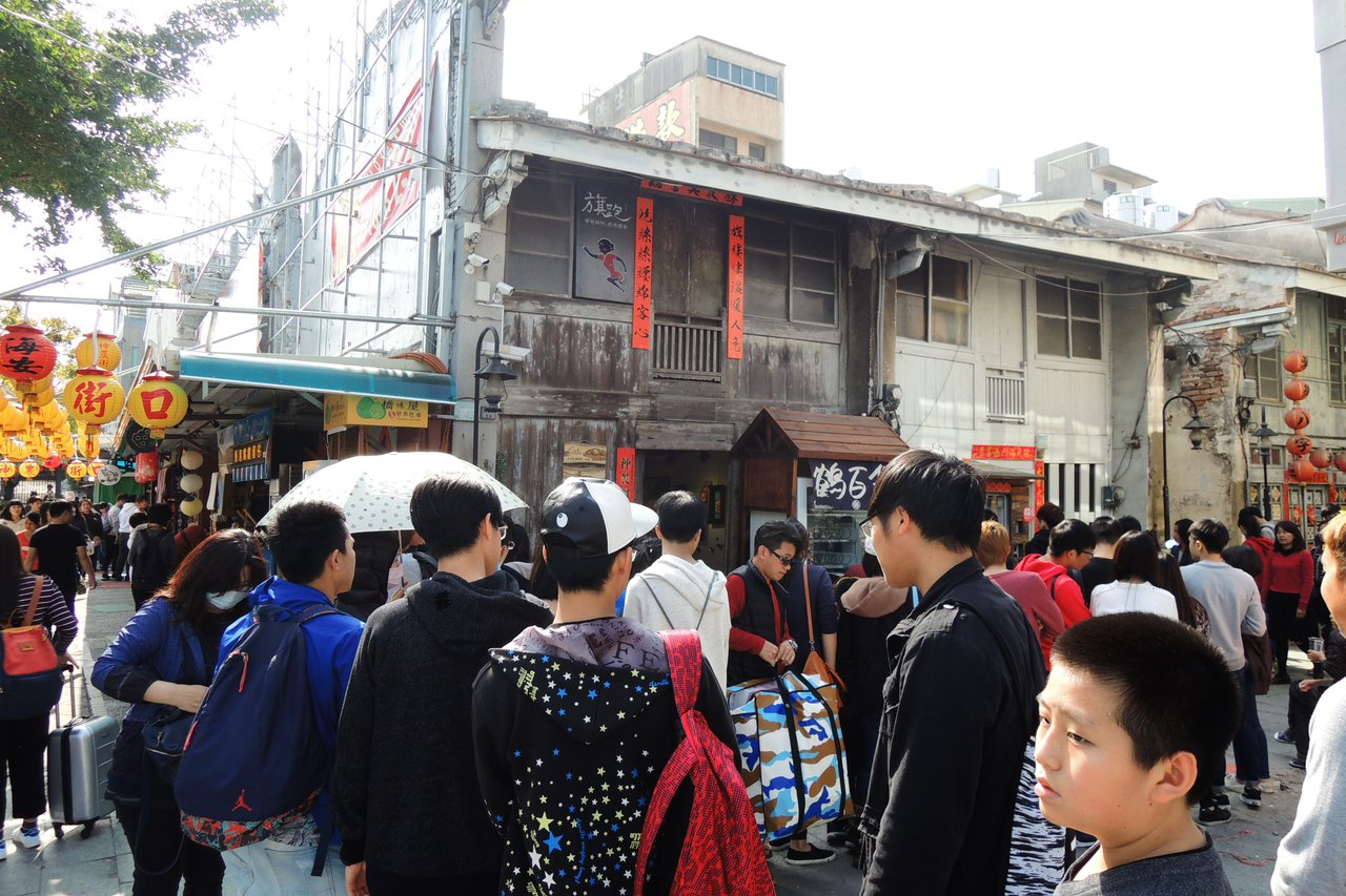 今日的神農街49號,由民間代管轉租為微型小店,熱鬧非凡。記者曹馥年/攝影