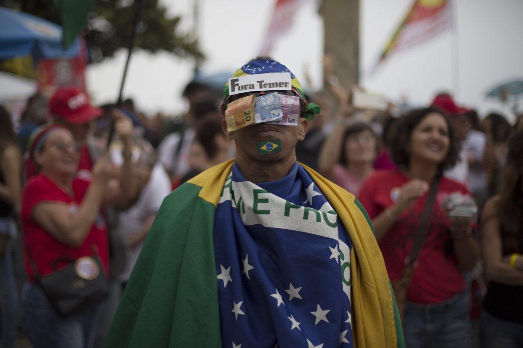 未來假如有政壇主流以外的素人打著「變革」的旗號、進入巴西選民的視野,選民難道不會...