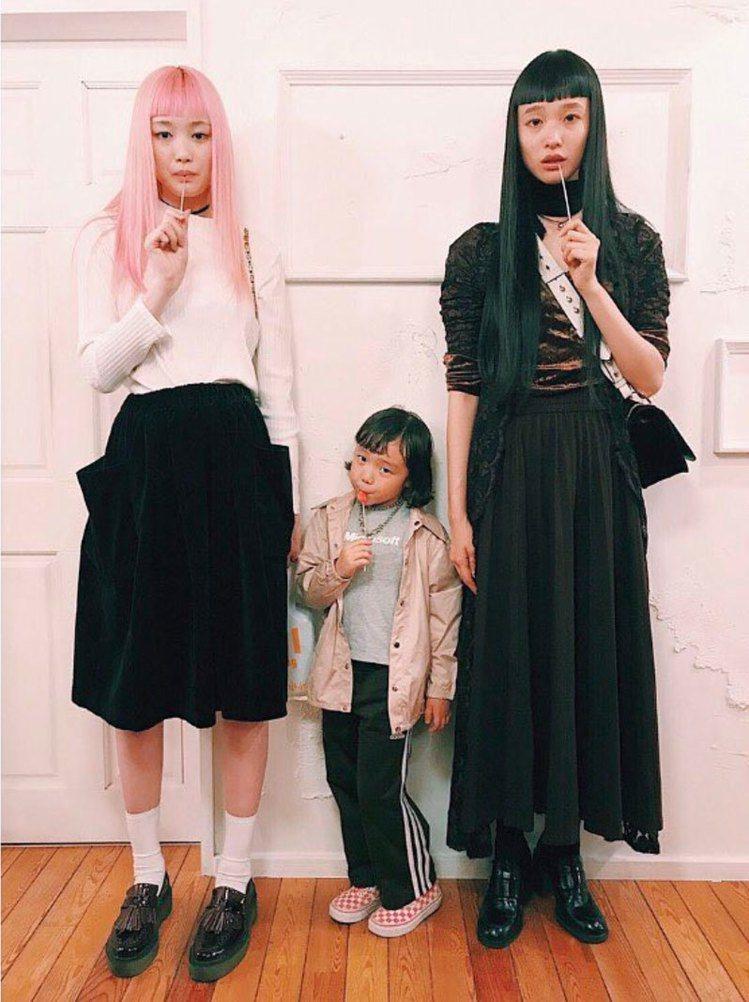Coco與搞怪系日本模特兒Yuka Mannami(右)合作拍攝資生堂廣告。圖/...