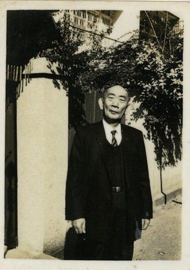 跨越新舊文學的鹿港文人周定山(1898-1975),一生迭經困苦,仍創作不輟、教...