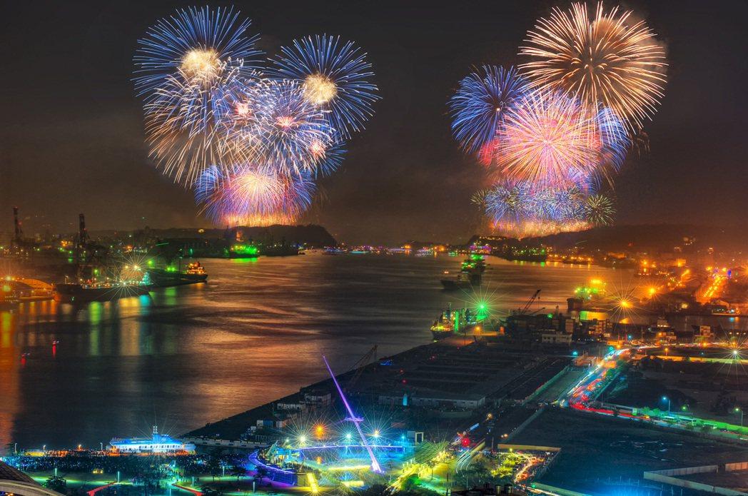 「百立海洋帝寶」陽台就能欣賞美不勝收的大港煙火。 圖片提供/郭明輝