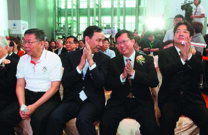 賴清德(右一)在台北市長的民調,與柯文哲(左一)有段差距。 攝影/柯承惠