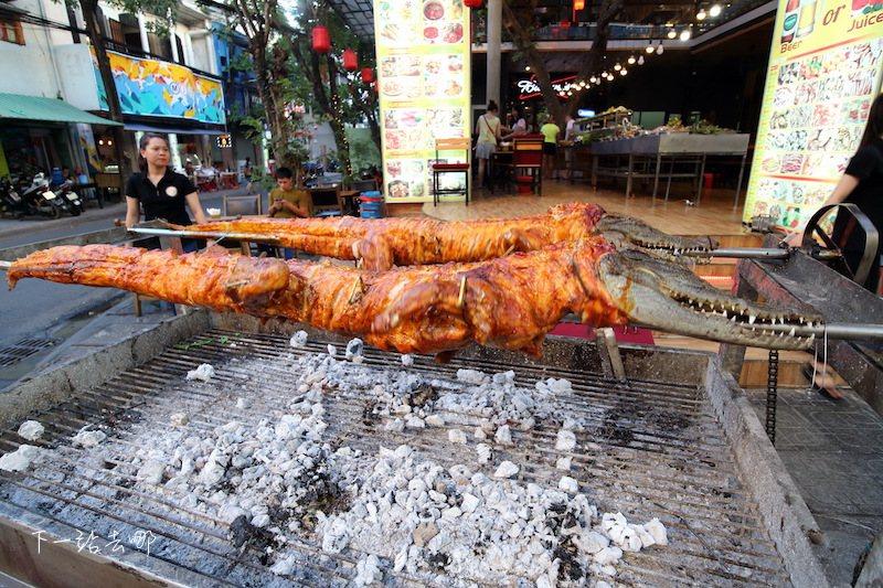 海鮮餐廳外的鎮店之寶。 攝影/賴勳毅