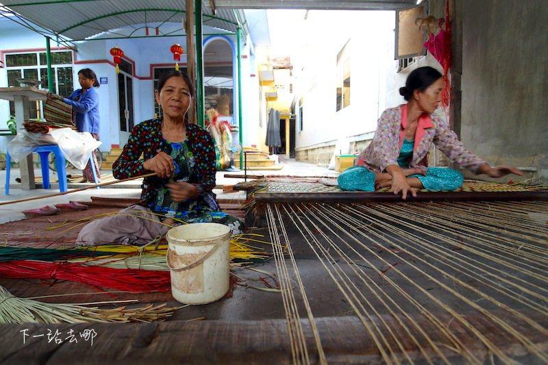 手工編製竹席的民家。 攝影/賴勳毅