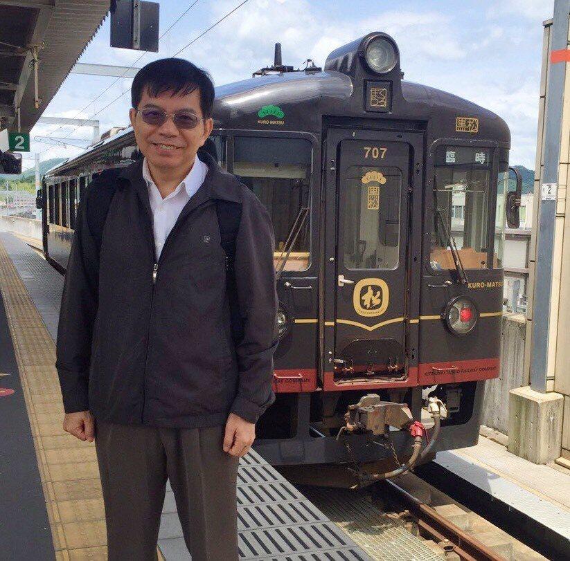 交通部次長王國材等人日前赴日考察Tram-train,沿途也參訪京都的觀光列車黑...