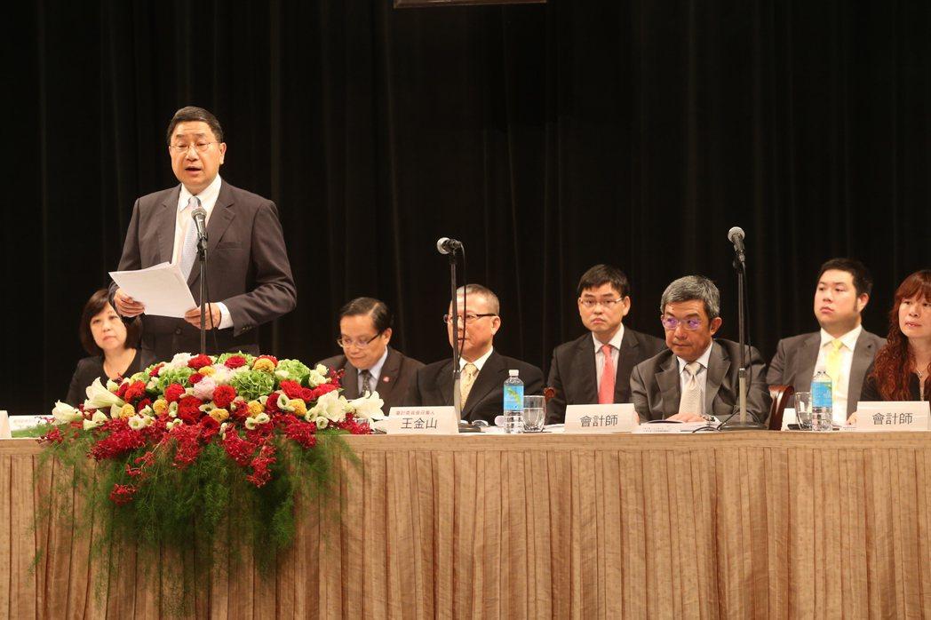 台泥今天舉行股東會,由董事長張安平(左)領軍主持。記者邱德祥/攝影
